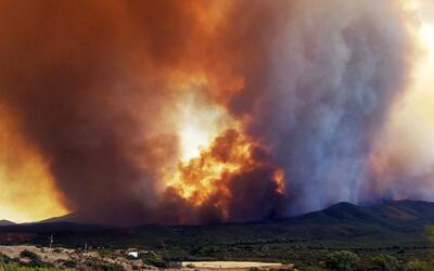 Crece el incendio cerca de Mayer, Arizona, que consume miles de acres. L...