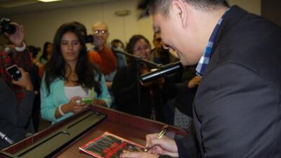 En 2008, cuando trabajaba en elWashington Post, Vargas ganó el Premio P...