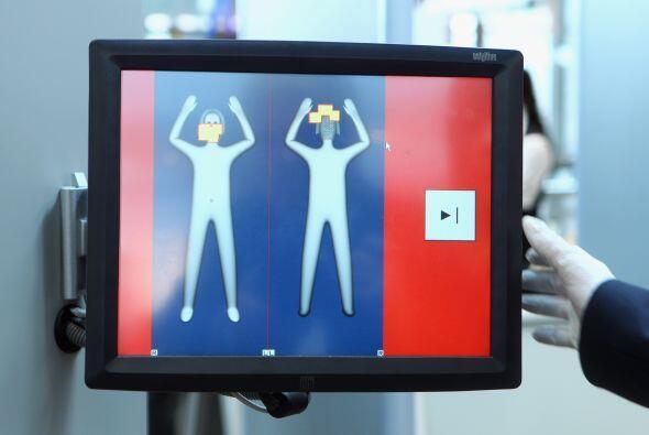 La negativa de un pasajero a la revisión corporal por tacto en un contro...