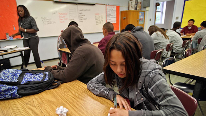 Estudiantes latinos en Estados Unidos mejoran nivel de graduación