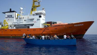 Ordenan el secuestro de un buque que ha rescatado a cientos de migrantes