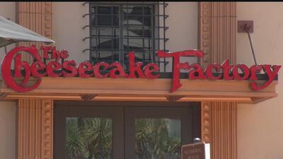 Cheesecake Factory tendrá que pagar al menos $4 millones por el caso relacionado con empleados de limpieza