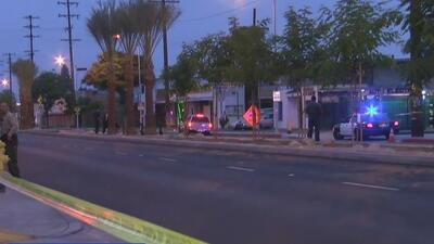 Investigan el asesinato de un hombre hispano dentro de un vehículo encendido