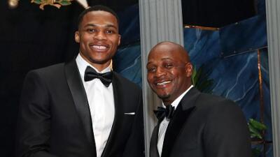 Russell Westbrook junto a su padre.