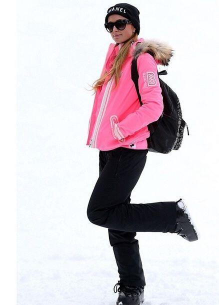 "Paris Hilton se  volvió a transformar en ""Barbie esquiadora&..."