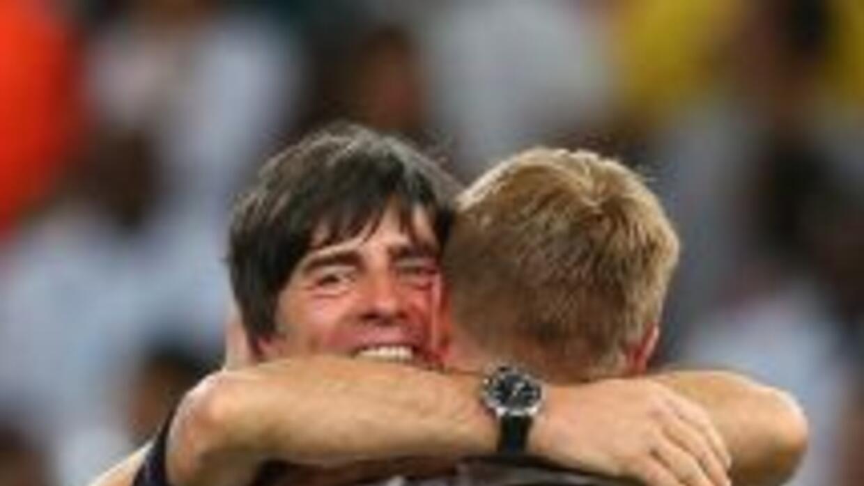 Joachim Löw le desea suerte a su compatriota.