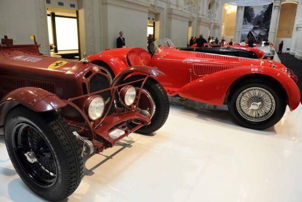 En primer plano, Alfa Romeo 8C 2300 Monza of 1931.