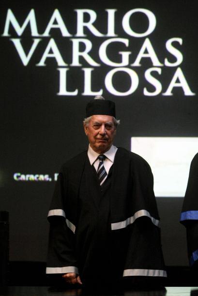 """El escritor peruano Mario Vargas Llosa, autor de """"La ciudad y los perros..."""
