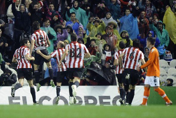Fernando Llorente culminó una juegada muestra de su poder físico para el...