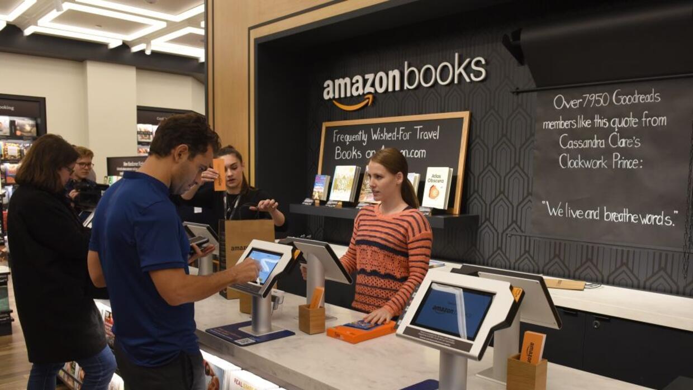 La primera tienda física de libros de Amazon en Nueva York abrió en mayo...