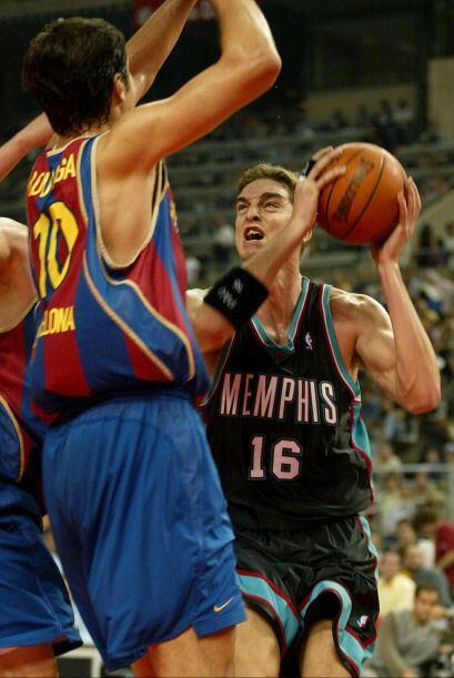 En la temporada 1997-98, con 16 años, Gasol ingresó en el...