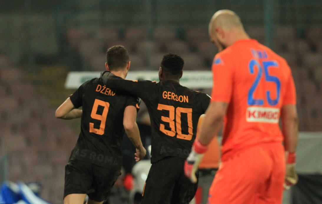 Nápoles perdió 2-4 contra Roma en casa y puso en peligro su liderato en...