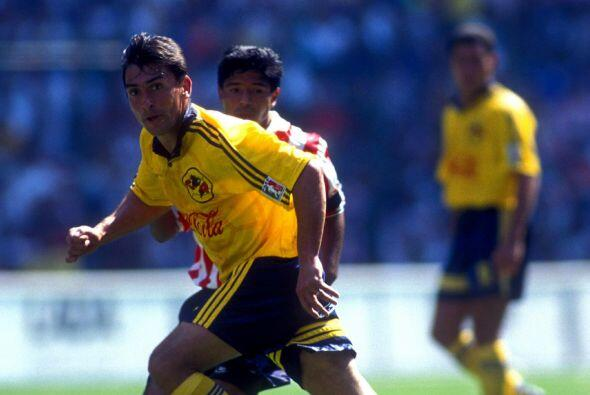 El rumano Ilie Dumitrescu brilló con el Tottenham de Inglaterra y el Sev...