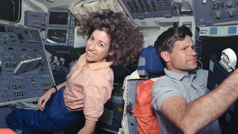 Ochoa junto al astronauta Donald R. McMonagle en 1994. Acababan de utili...