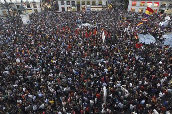 La mayor concentración ocurrió en la Puerta del Sol de Madrid, pero Barc...