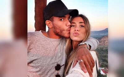 Jonathan dos Santos y Marta Carriedo compartieron su compromiso el pasad...