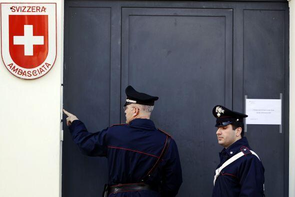 Un par de paquetes bombas estallaron el jueves en las embajadas de Chile...