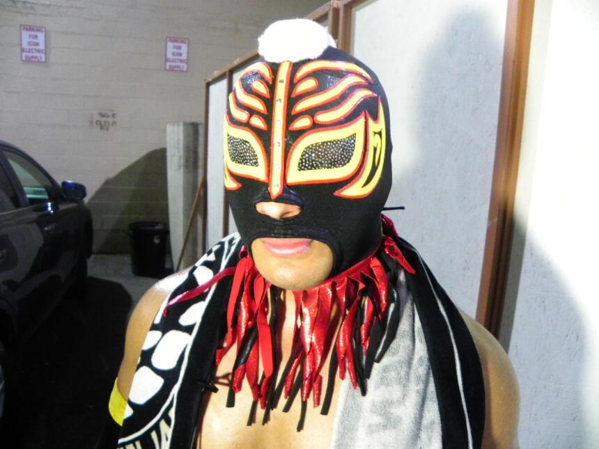 'Misterioso', hijo de padres mexicanos, es alumno del Colegio de Santa M...