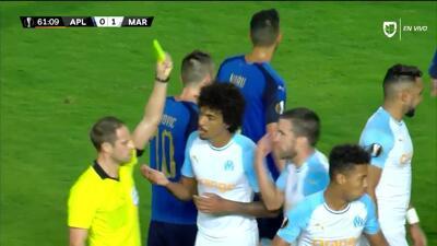 Tarjeta amarilla. El árbitro amonesta a Boubacar Kamara de Marseille