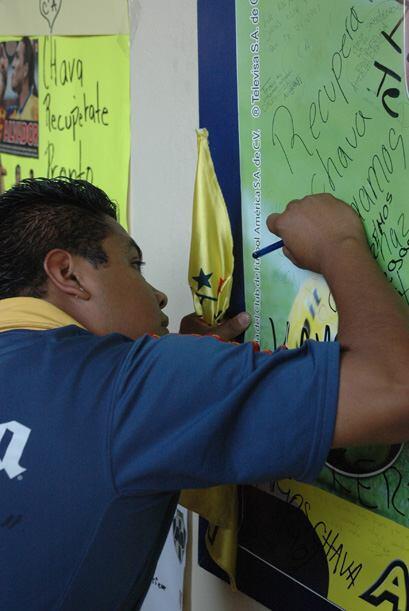 Tanto en México como en Paraguay el goleador ha recibido muestras de apoyo.