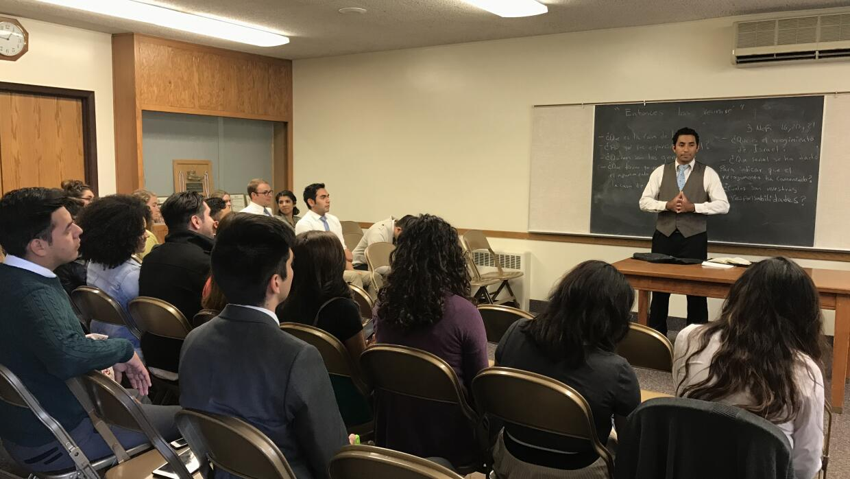 Una clase dominical impartida en español en una capilla mormona de Provo...