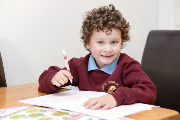 Callum Peers de 5 años de edad vive en Leigh, en Reino Unido con sus pad...