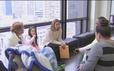 En el Día Nacional de la Adopción, 10 familias de Chicago festejaron el...