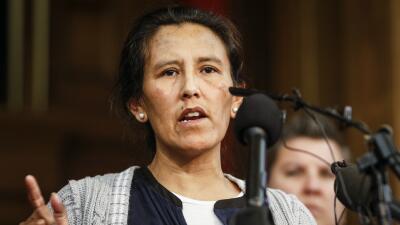 Inmigrante mexicana se refugia en una iglesia de Denver para evitar ser...