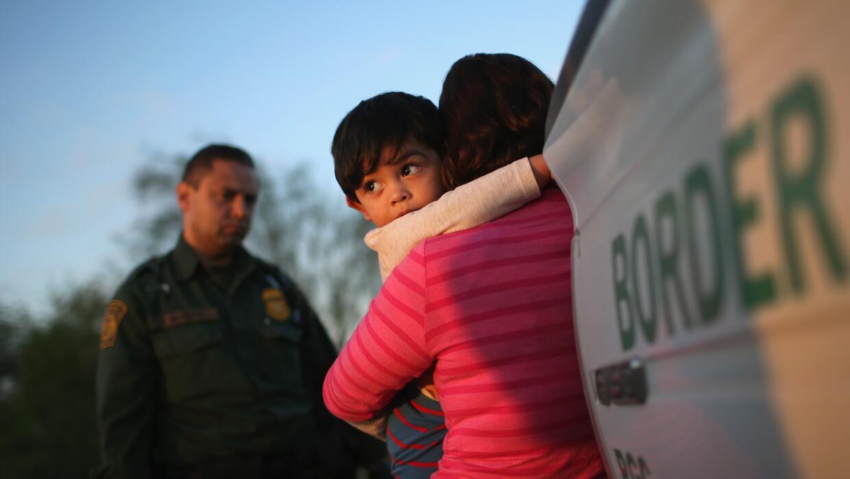 Niños cruzando la frontera