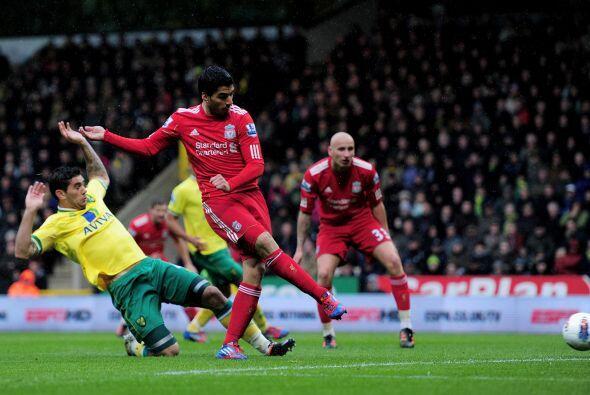 Y sus goles dan esperanzas. A los 23 del primer tiempo, Suárez marcó el...