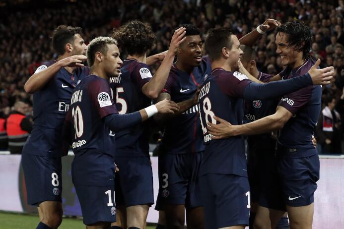 Dos autogoles salvaron al millonario PSG de igualar con el Lyon 63641286...