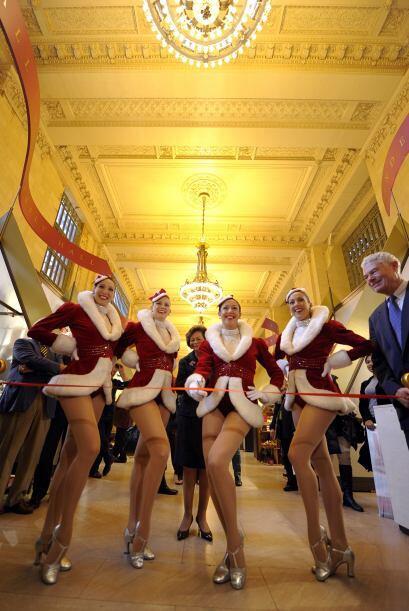 La famosa estación Grand Central celebró con las Rockettes del Radio Cit...