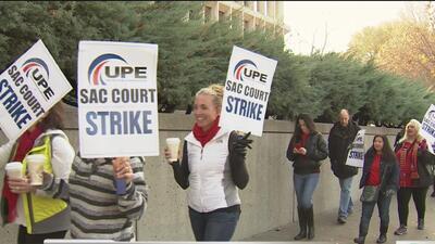 Trabajadores de la Corte Superior de Sacramento realizan huelga para exigir mejores salarios