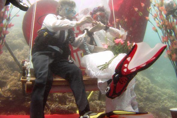 Hay que decir que las zapatillas de la novia son muy originales.