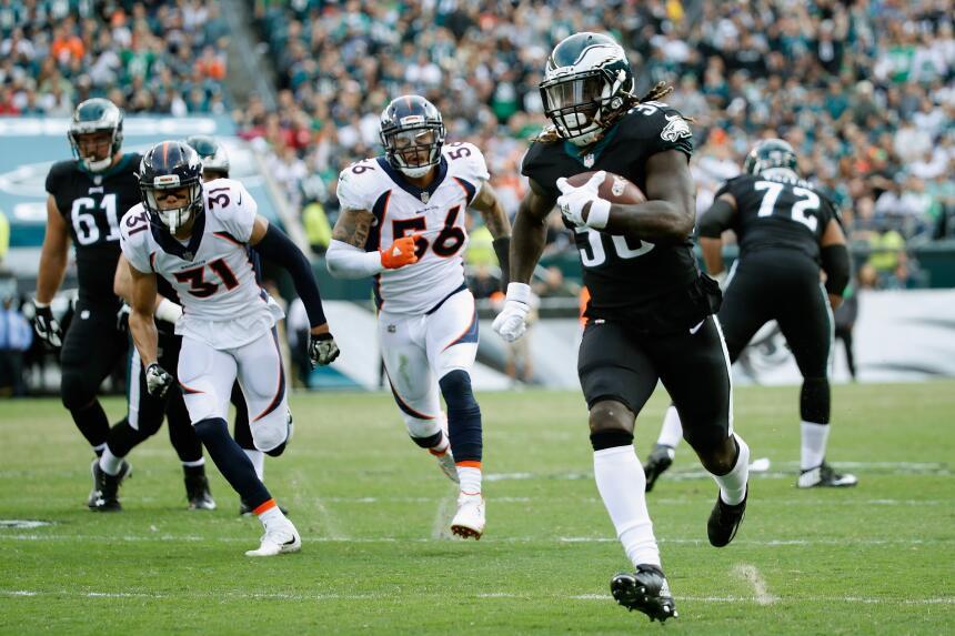 Los Eagles propinan paliza a Broncos y están imponentes en la NFL jay-aj...
