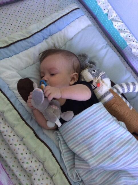 Así se recupera el bebé de Carlitos 'el productor' en el hospital bost06...