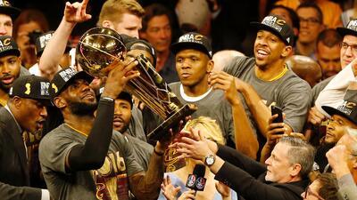 En fotos: La carrera de LeBron James desde su etapa colegial hasta los Lakers