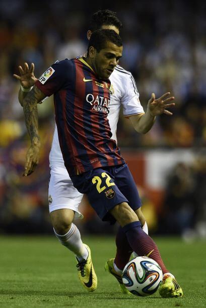 Daniel Alves (4): En defensa volvió a ser un agujero negro: Bale y Benze...