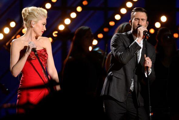 Gwen Stefani compartió el escenario con Adam Levine, de Maroon 5.