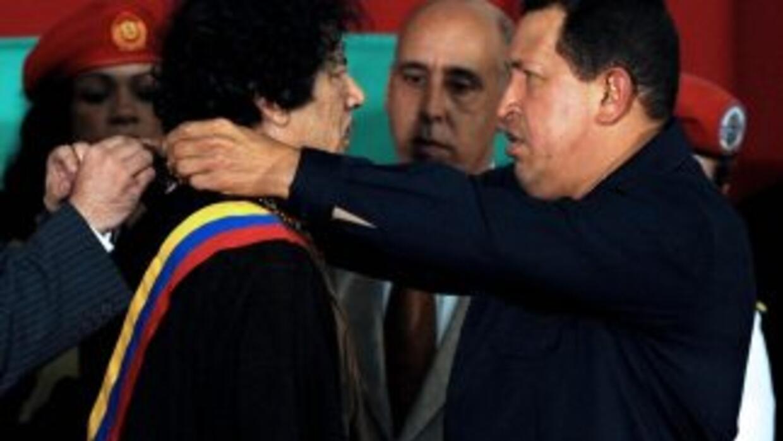 Chávez homenajea a Gadafi