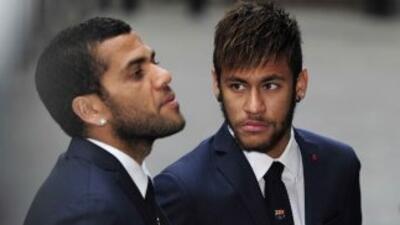 A Alves no le agrada tanto el hashtag que Neymar creó en Twitter en apoy...