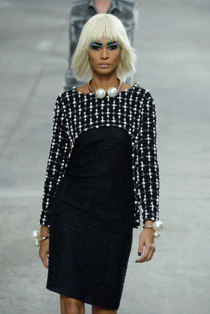 La elegancia se apreció a piezas en negro como ésta. Una a...