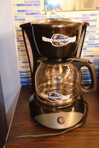 Un poco de cafecito por la mañana, muchachos sin desquitarse con la pobr...