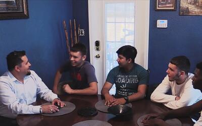 Conozca la historia de este padre soltero que adopta jóvenes del Program...