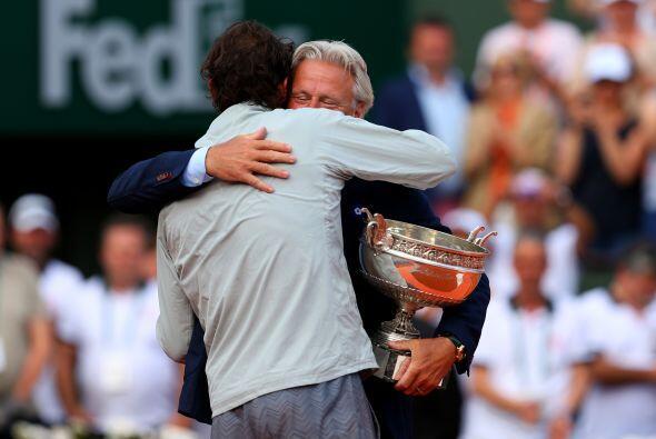 El mítico tenista sueco Björn Borg felicitando al campeón Nadal.