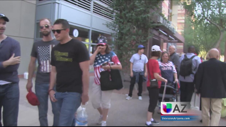 Hispanos a favor de Trump llegaron a Phoenix para apoyarlo