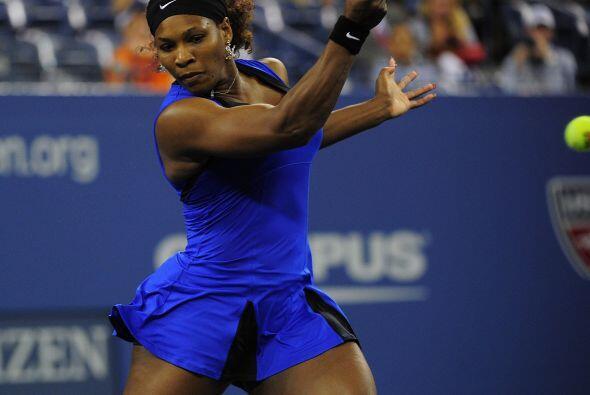 La estadounidense Serena Williams venció sin problemas a la serbia Bojan...