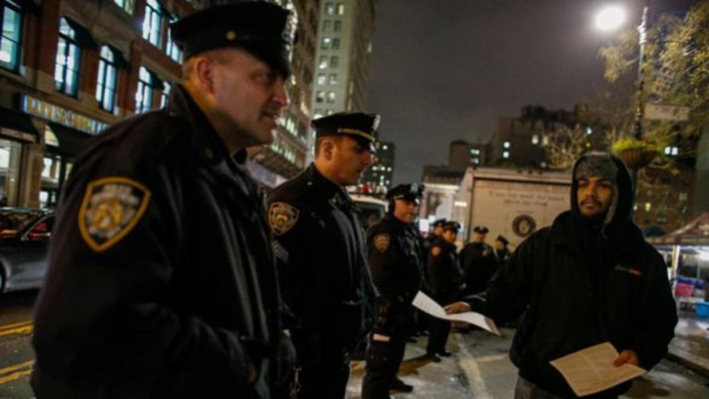 Nueva York reentrenará a 22,000 policías para evitar nuevos incidentes.