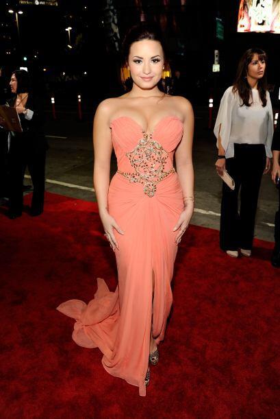Demi Lovato se decantó por los drapeados, la pedrería, la delicada caída...