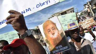 """Fotos: Cientos salen a las calles indignados con Trump por la refefencia a Haití como un """"país de mierda"""""""